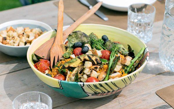 Vegetarische salade met couscous en gegrilde groenten
