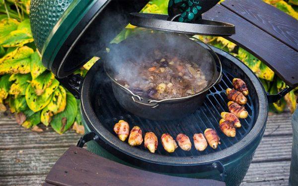 Pot-au-feu de sanglier accompagné de petites pommes de terre enveloppées de pancetta