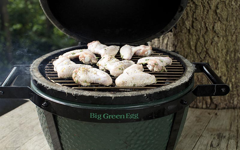 Chicken wings in the big green egg