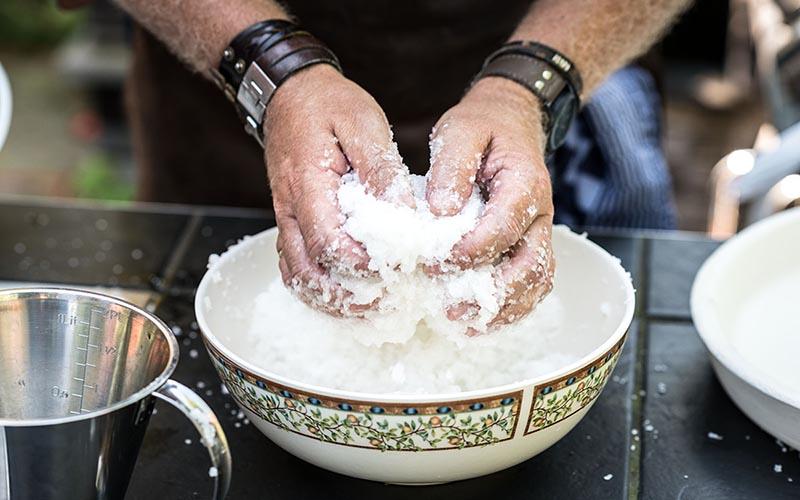 In zoutkorst gegaarde gamba's