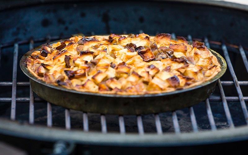 Apfelkuchen mit Röstkastanien und Quarkspeise aus Ziegenjoghurt