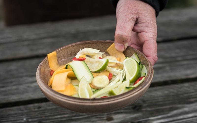 Gerookte rode poon met zoetzure salade