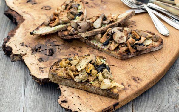 Toast met preiboter en bospaddenstoelen