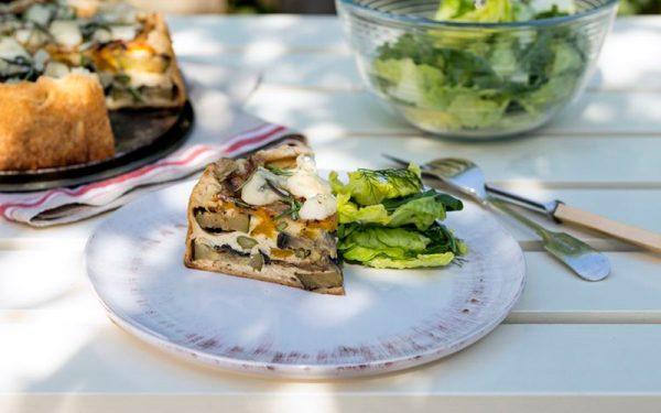 Taart van gegrilde groenten met gorgonzola
