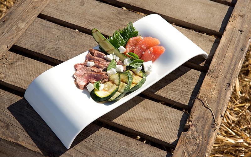 Salade van gegrilde lamszadel met courgette en grapefruit