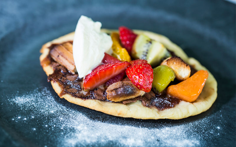 Sweet pizza with hot and cold fruit