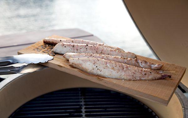 Op cederhout gerookte makreel
