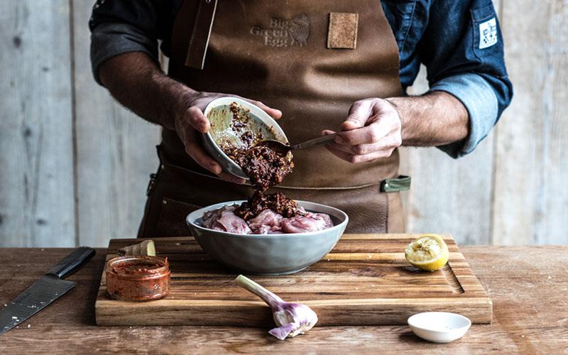 Gemarineerde, gegrilde kipdijen met ssamjang saus
