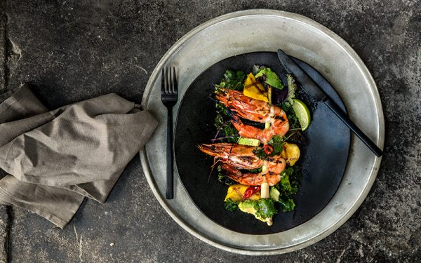 Big Green Egg Grilled king prawns with mango and kale salad
