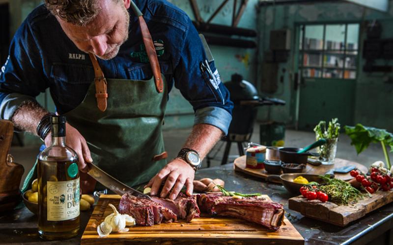 Cote du boeuf steak snijden