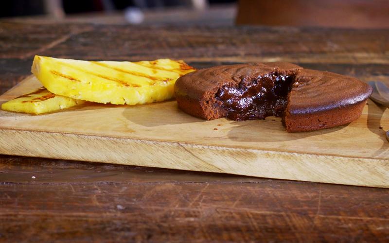 Fondant au chocolat et ananas grillé