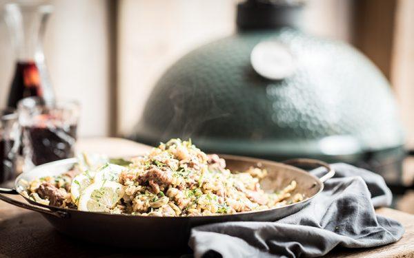 Big Green Egg Traditional paella