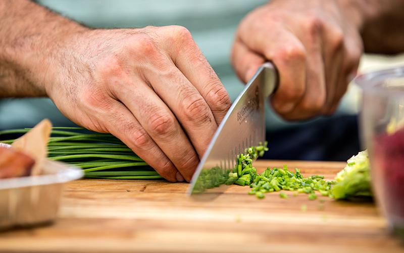 Geräucherte Entenbrust mit Couscous-Salat, roten Beten und gegrilltem Gemüse