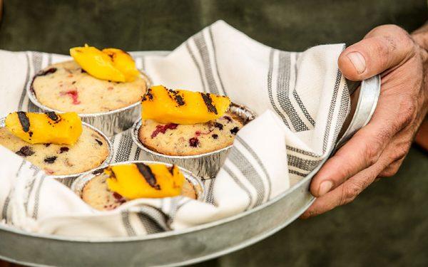 Bessencakejes met gegrilde mango