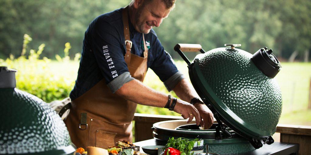 Soupe de légumes cuits à la braise et grillés, et son pesto de noix