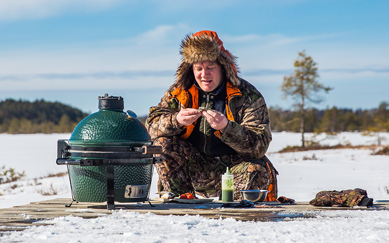 Big green egg minimax in the snow