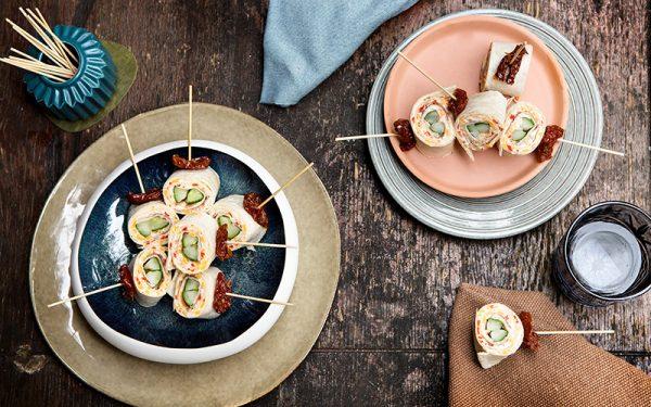Wrap röllchen mit Frischkäse, Parma schinken und gegrillter Gurke