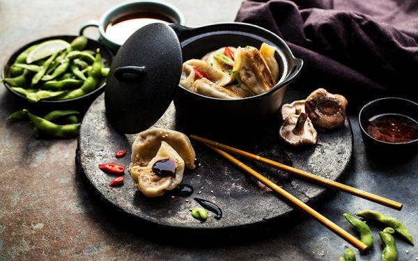 Dumplings avec garniture de crevettes cuits à la vapeur
