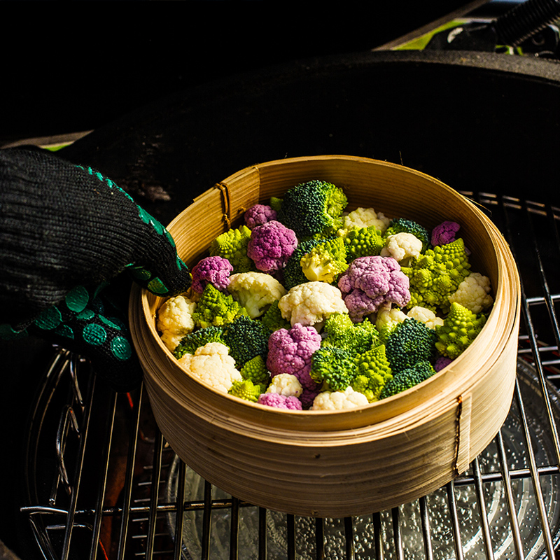 steaming-vegetables-kamado