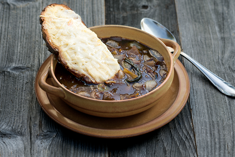 Soupe à l'oignon et toast au gruyère