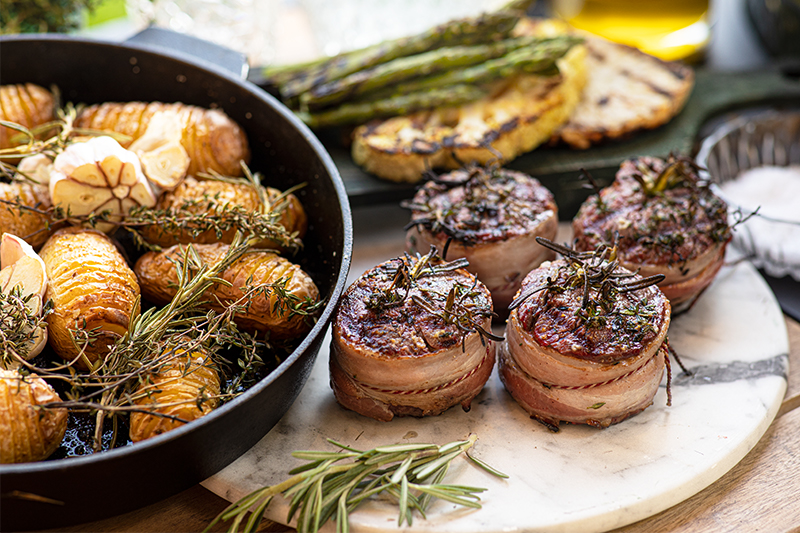 Tournedos with bacon and garden herbs