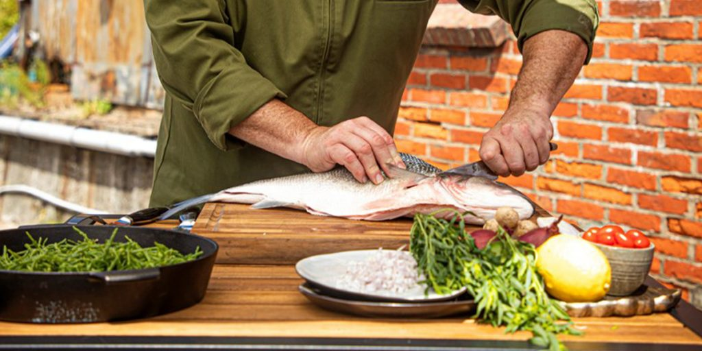 Köpa, filea och tillaga en färsk fisk